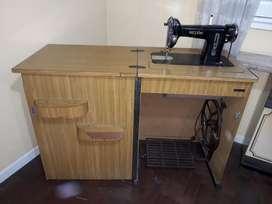 Maquina de Coser con Mesa