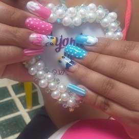 Servicio de manicure, pedicure y sistemas de uñas