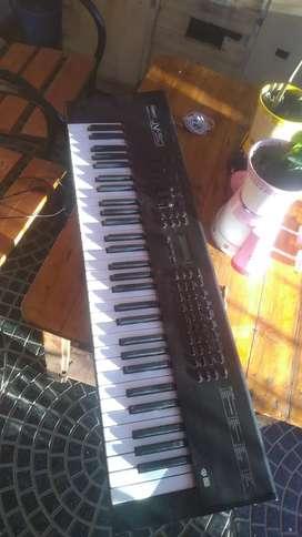 Sintetizador Roland jv 30 5 octavas