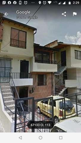 se vende casa en barrio florencia parte baja  medellin