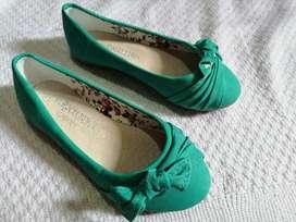 Bellos sapatos de niñas