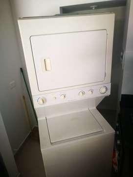 Torre de lavado: Lavadora - Secadora Frigidaire a Gas