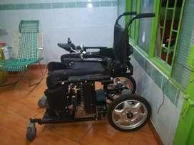 Silla de ruedas eléctrica bipedestadora