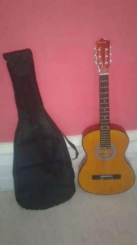 Vendo bonita guitarra negosiable en perfecto estado con estuche incluido.