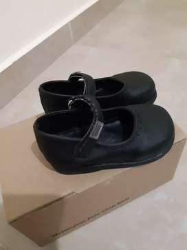 Zapatos beba de cuero negros talle 20