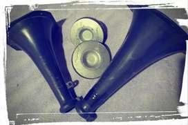 Vendo 2 Drivers marca Bomber y dos cornetas plásticas