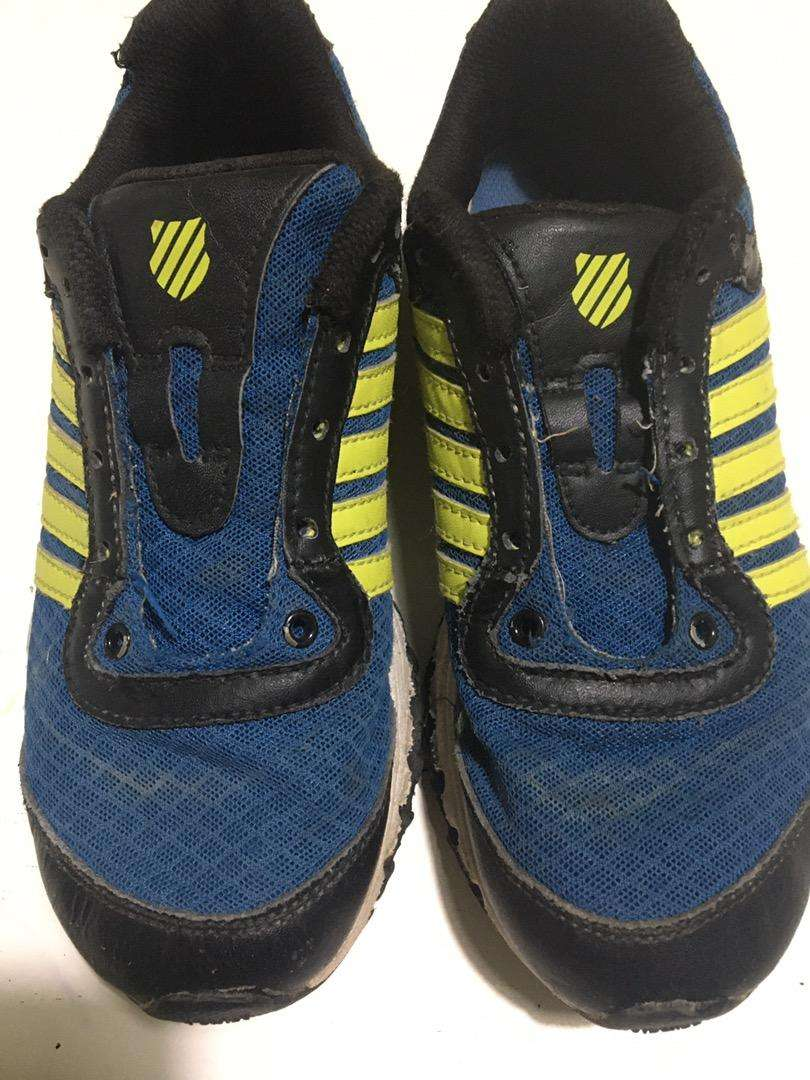 Zapatillas numero 32, vendo
