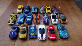 Vendo Autos de Hotwheels Seminuevos