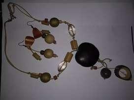 Accesorios collar y aretes