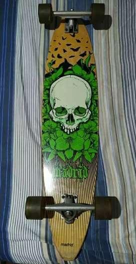 Vendo Longboard Madrid Skull muy poco uso