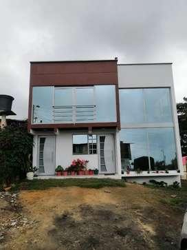 Vendo hermosa casa ubicada en granada, la 22, a 50 metros de la autopista CLIC PARA MAS INFORMACIÓN