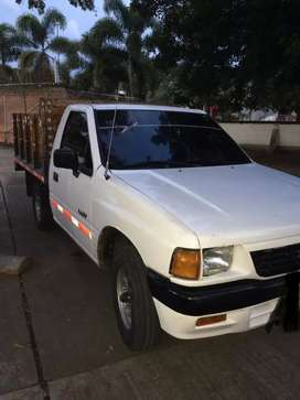 Se vende camioneta luv de estacas