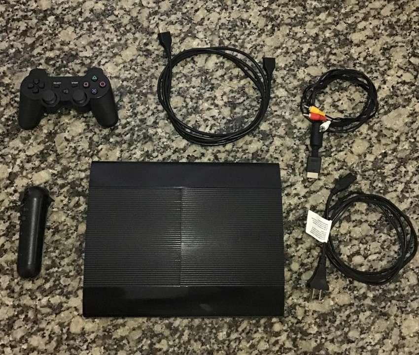 PS3 SUPER SLIM  TODOS LOS CABLES  2 JOYSTICKS 0