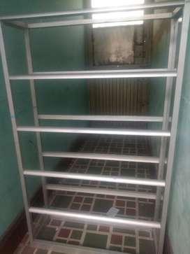 Vendo mueble en aluminio