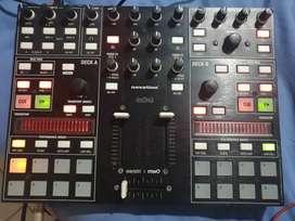 Controlador DJ Novation twitch