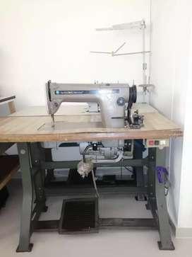 Gran paquete en venta,  maquinas  + cortadora  de  confeccion