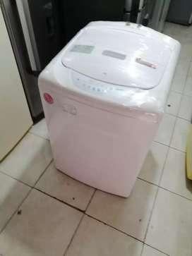 Lavadora blanca de 30 libras, Lg, buen estado