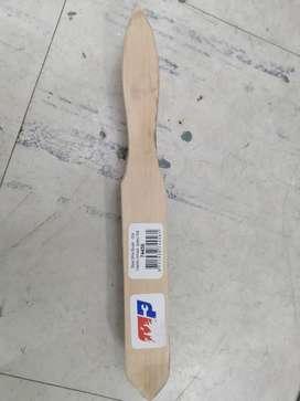 Cepillo de alambre en manga de madera