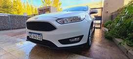 Vendo Ford Focus 5P 1.6L N MT S