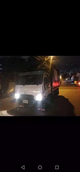 Vencambio camión hyundai hd 65 estacas con trabajo fijo