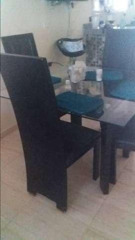 antigüedad 2 años, muebles jamar. buen estado, color negro