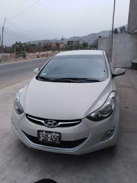 Se vende Hyundai Elantra del año 2013 dual gasolina y GNV full equipo