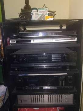 Amplificador samsui, equalizador Pioneer, tornamesa gemini,cabinas sound barrier.cassetera y DVD