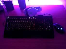 Teclado Gamer Logitech G213 RGB