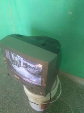 "TV COLOR 14"" SOLO LE FALTA EL CONTROL"