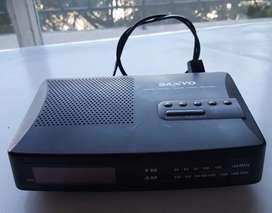 Radio reloj sanyo reloj 5080 funcionando