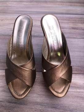 Zapatos de tacon en cuero