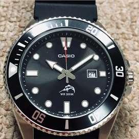 Casio MDV106-1AV 200M Duro Reloj analógico para hombre, negro