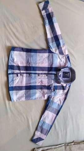 Dos camisas talla 6 en perfecto estado