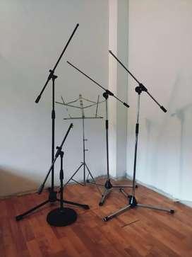 Atriles de micrófono y lectura