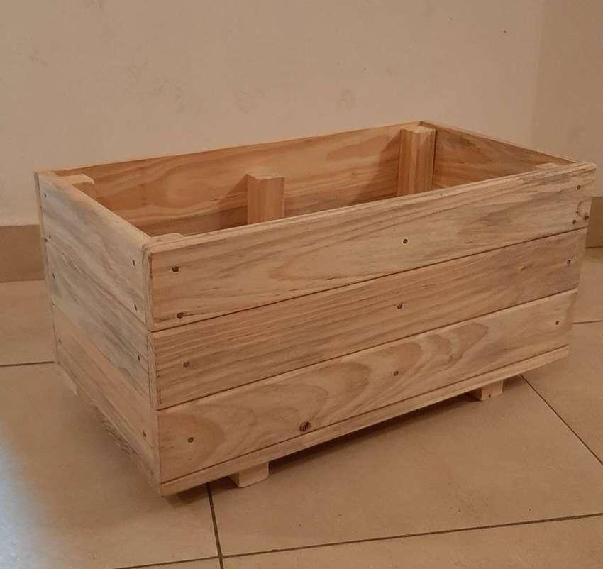 Vendo macetas de madera 0