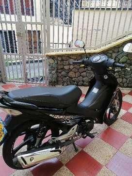 Vendo moto suzuki R style modelo 2020 color negro