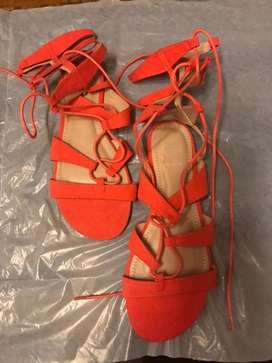 Sandalias gladiadoras nuevas de paquete 7-1/2