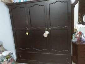 closet y peinadora Vintage, amplio, color marrón oscuro
