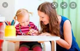 Se refuerzan niños en sus tareas