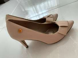 Zapatos color nude de tacon