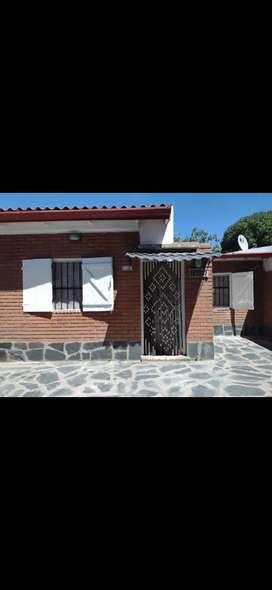 Alquilo casa en Quequén a 300 m del mar.