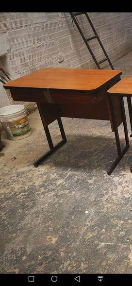 Se vende mesita escritorio auxiliar para computadora