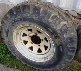 Se vende Neumático Pantanero Goodyear 7.00 R15 con Llanta
