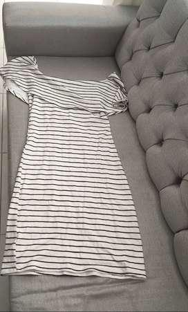 Vestido blanco de rallas negras