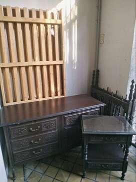 Juego de Dormitorio (2 camas, mesa de luz y comoda)