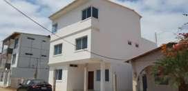 Vendo casa  en PLAYAS AMOBLADA 2 PISOS y terraza vista al mar en Playas Urbanización cerrada con guardia las 24 horas.