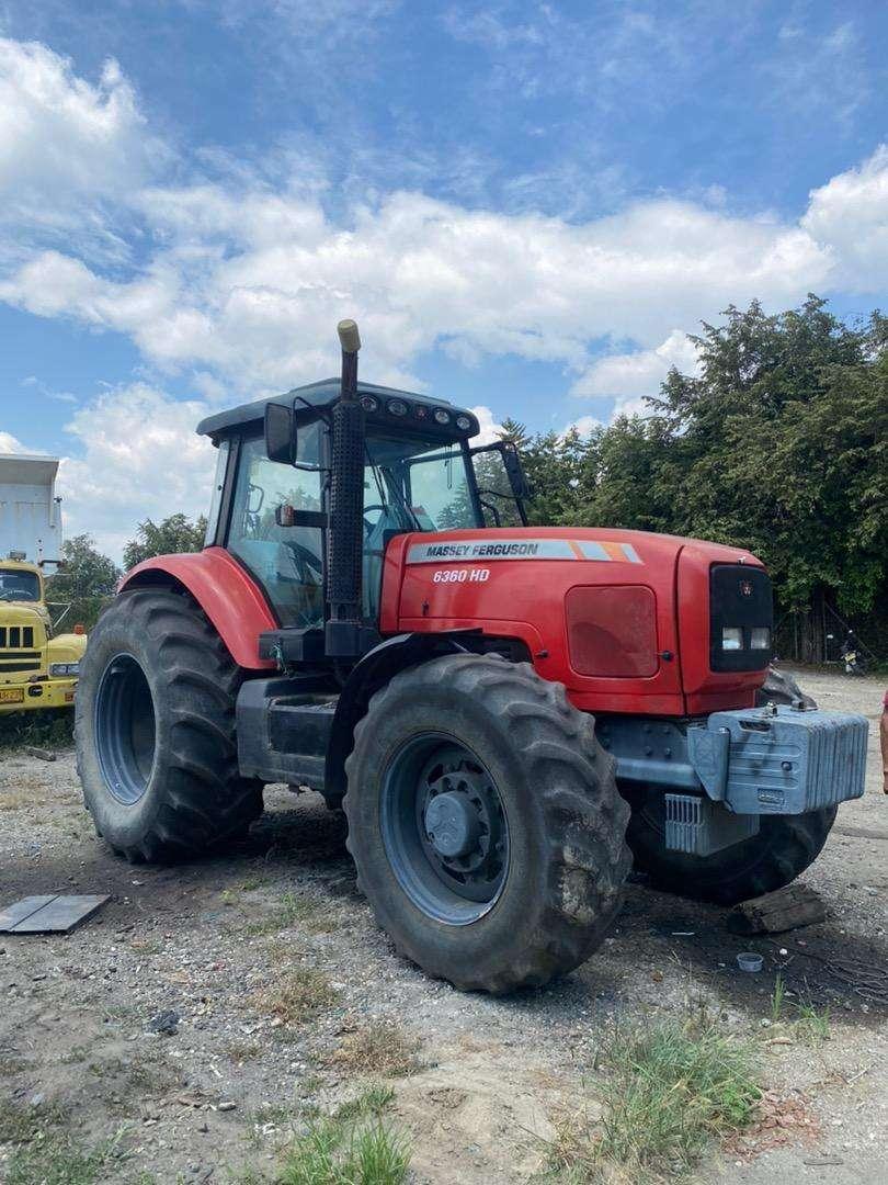 Se vende tractor MASSEY FERGUSON 245hp 0