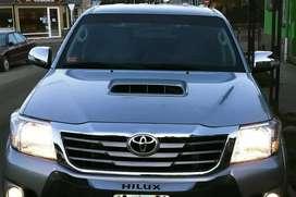 Vendo Toyota Hilux 4x4 Srv. Turbo Diesel.