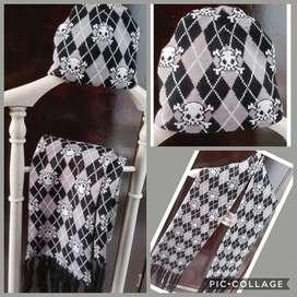 Bufanda de calaveras con gorro