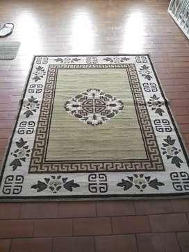 Remató una alfombra